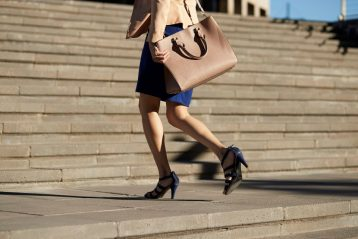 items-every-woman-should-have-in-her-handbag